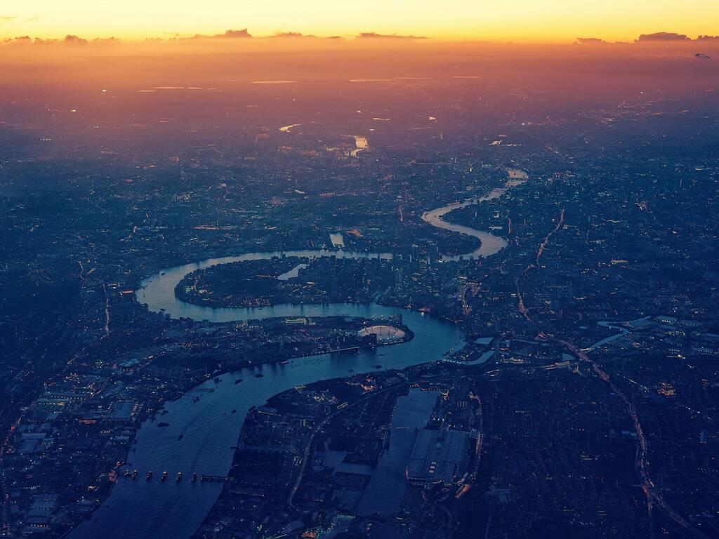 https://d337pdvlg6sju5.cloudfront.net/media/images/properties/united-kingdom/london/strand-palace/offers/pexels-johannes-plenio-1637907_505_1024x768.jpg