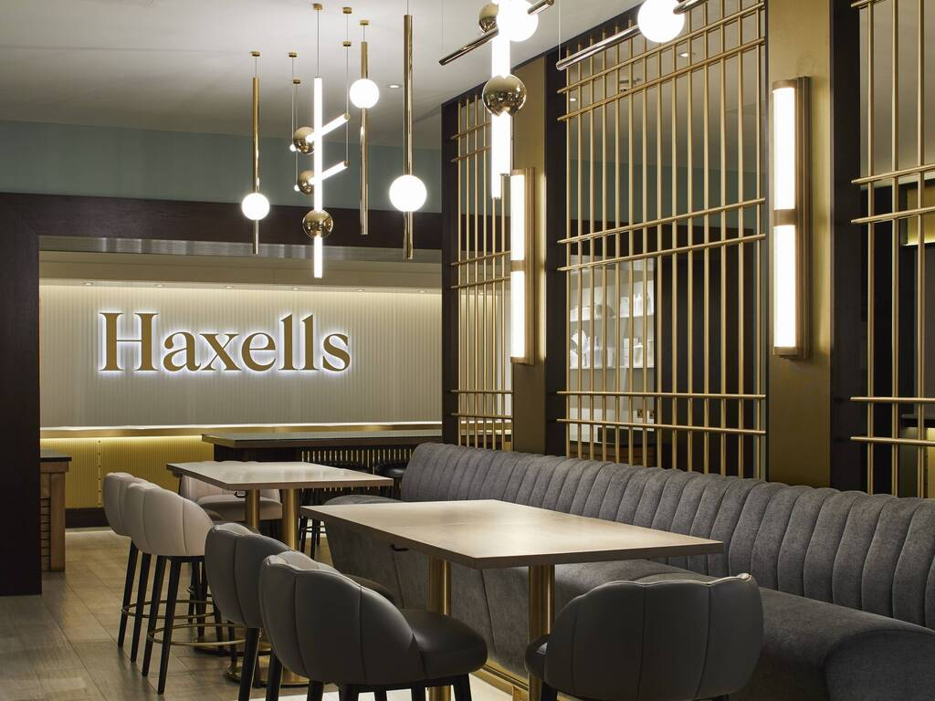 https://d337pdvlg6sju5.cloudfront.net/media/images/properties/united-kingdom/london/strand-palace/restaurants-and-bars/haxells/sph2606201640_205_1024x768.jpg